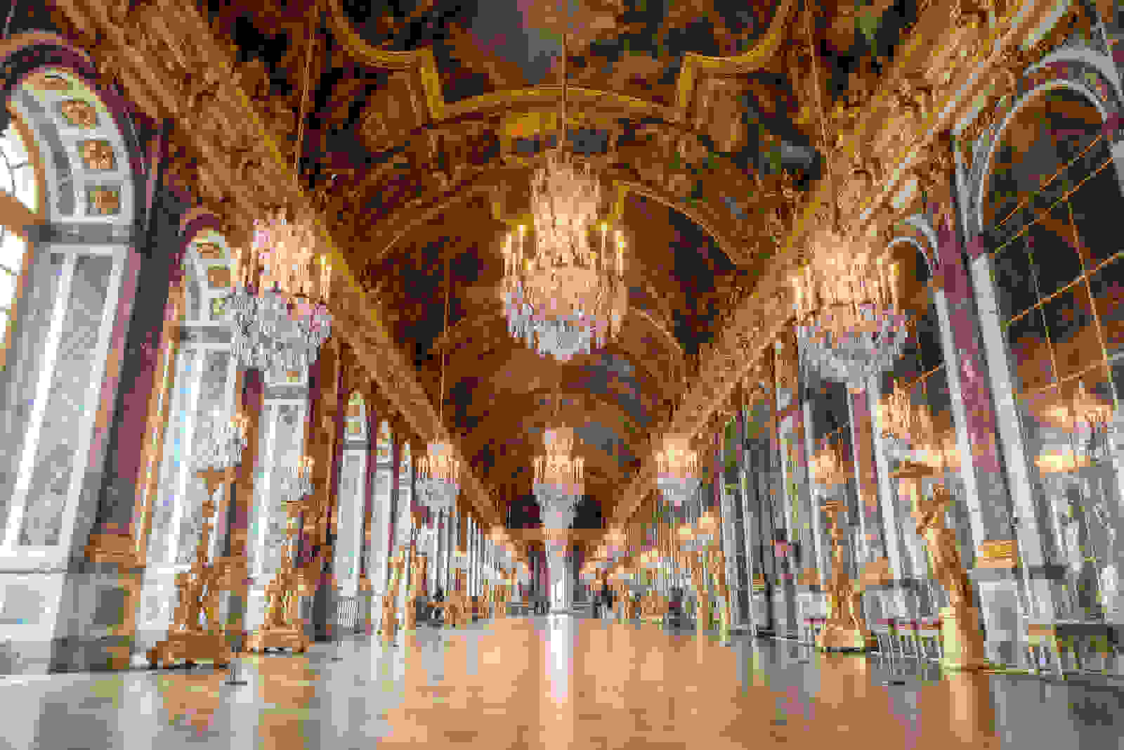 Hall of Mirrors in Palace of Versailles (1678-86) | Source: britannica.com