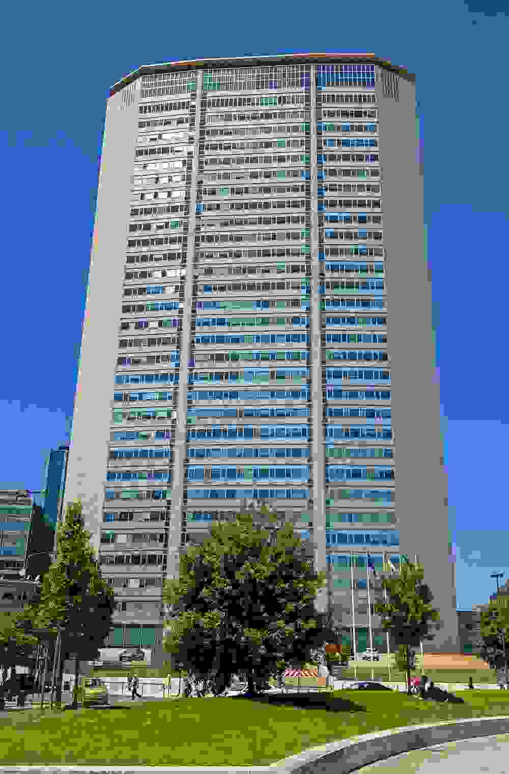 Pirelli Tower (1958-60) by Gio Ponti and Pier Luigi Nervi   Source: wikipedia.org