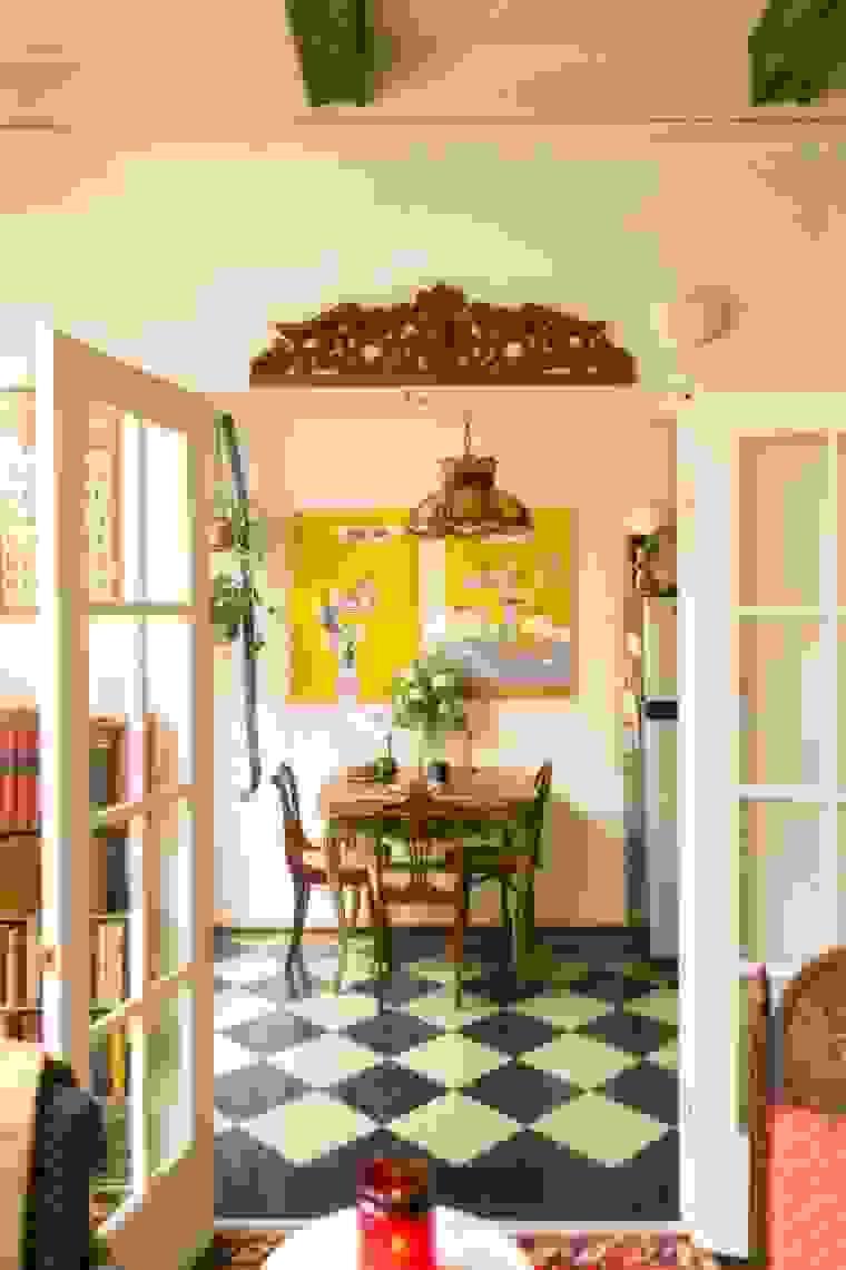 Hang artworks | Source: apartmenttherapy.com