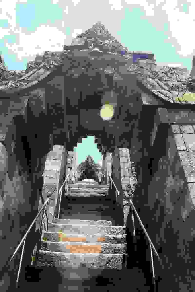 Borobudur stairway | Source: wikimedia.org