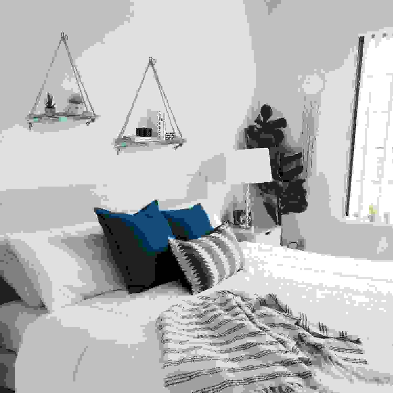 Sleek floating shelves above the bed | Source: timeyard.com