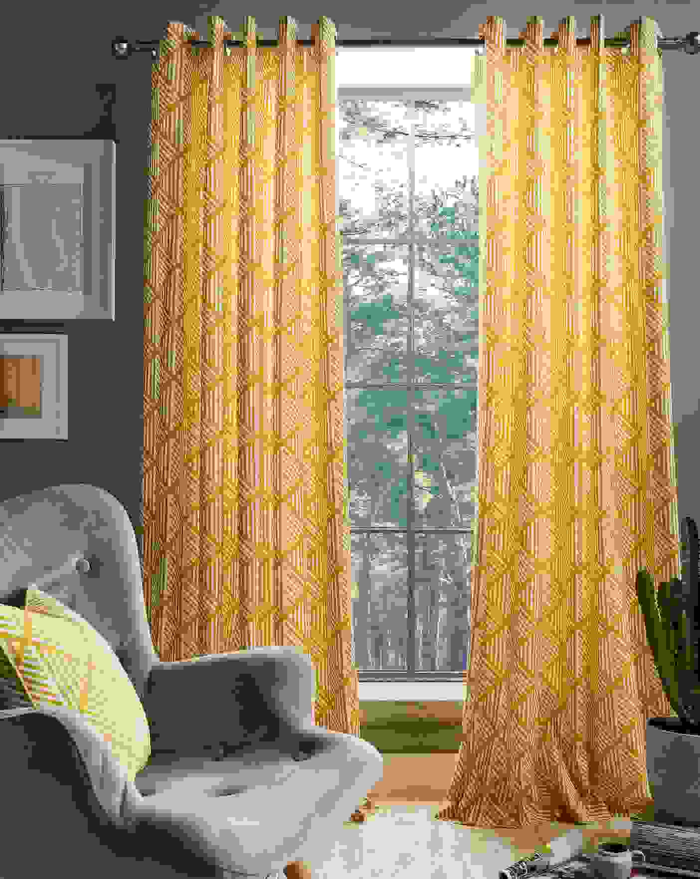 Bold drapes for bold impression | Source: homeessentials.co.uk