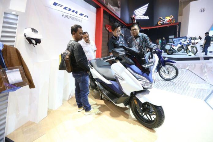 Pesaing Yamaha Xmax Ti Honda