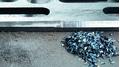 Positiv für die Gesundheit:  Mit der Kantenfräse entstehen Metallspäne und keine Stäube.