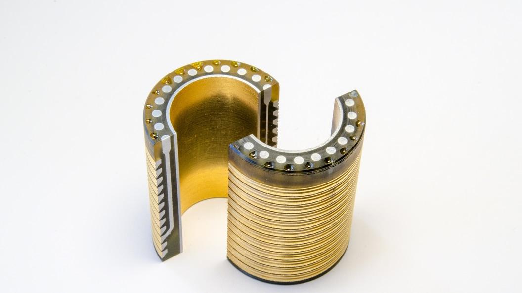 AM-Metallteile mit eingebauten elektrischen Leitungen - Additively
