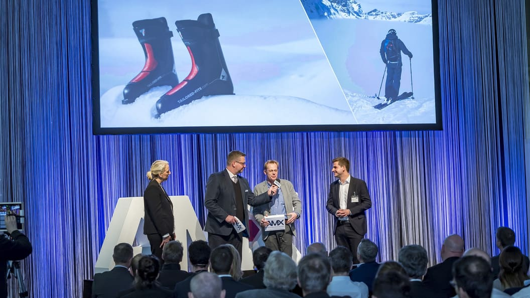 The most innovative showcases were awarded at AMX Night.