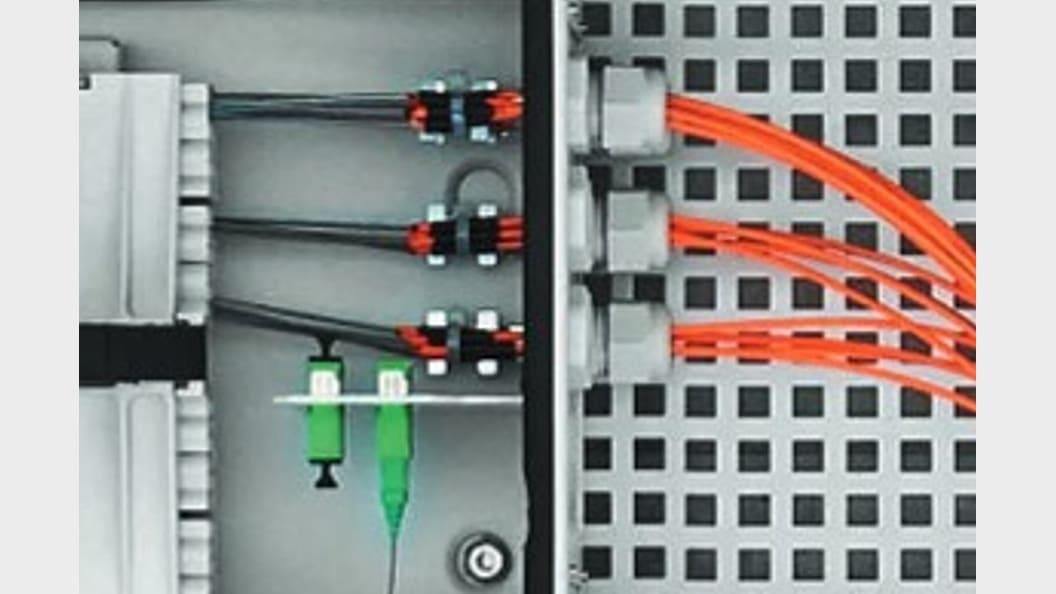 Glasfaserkabel Schaltschrankzuführung mit SKINTOP® FIBER