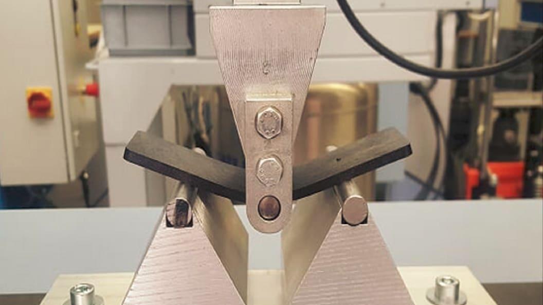 Biegeprüfung zur Ermittlung der mechanischen Eigenschaften