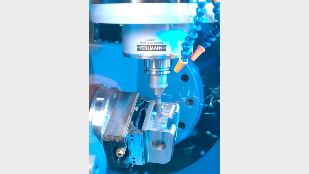 Highly dynamic 5-axis milling - the rotary swivelling table is driven by cooled torque drives