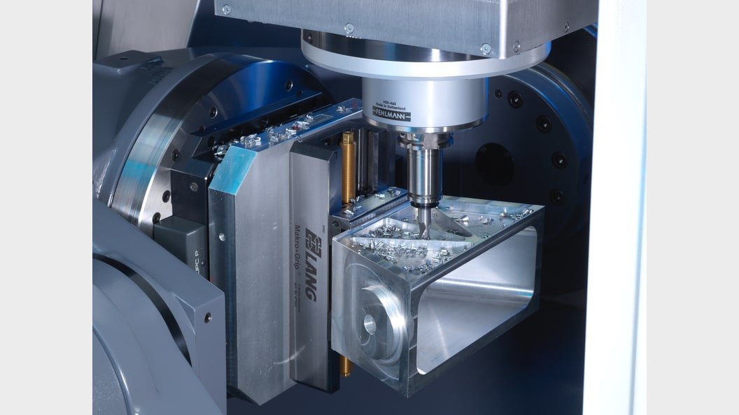 The VERSA 825's swiveling bridge designed for 5-axis simultaneously and precision 5-axis milling.