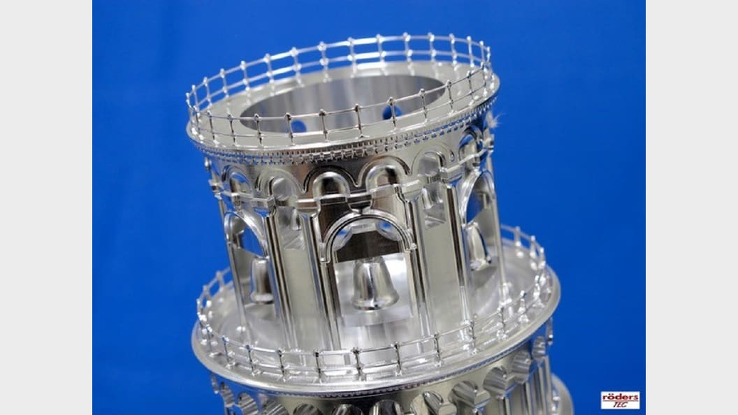 Highest dynamics due to very powerful direct drive technology, also in the rotary axes