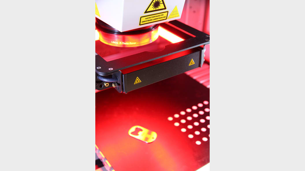 Der Lasermarkierarbeitsplatz FOBA M2000 steht als Demo-Maschine im IFC Tuttlingen zur Verfügung.