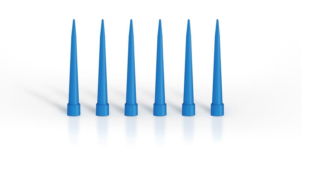 Medizinische Pipettenspitzen werden auf einem 64fach-Werkzeug auf der neuen IntElectS 180 produziert