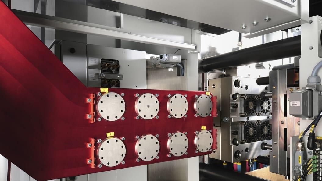 Das Hekutip-System zum automatisierten Entformen und Verpacken von medizinischen Komponenten HEKUMA