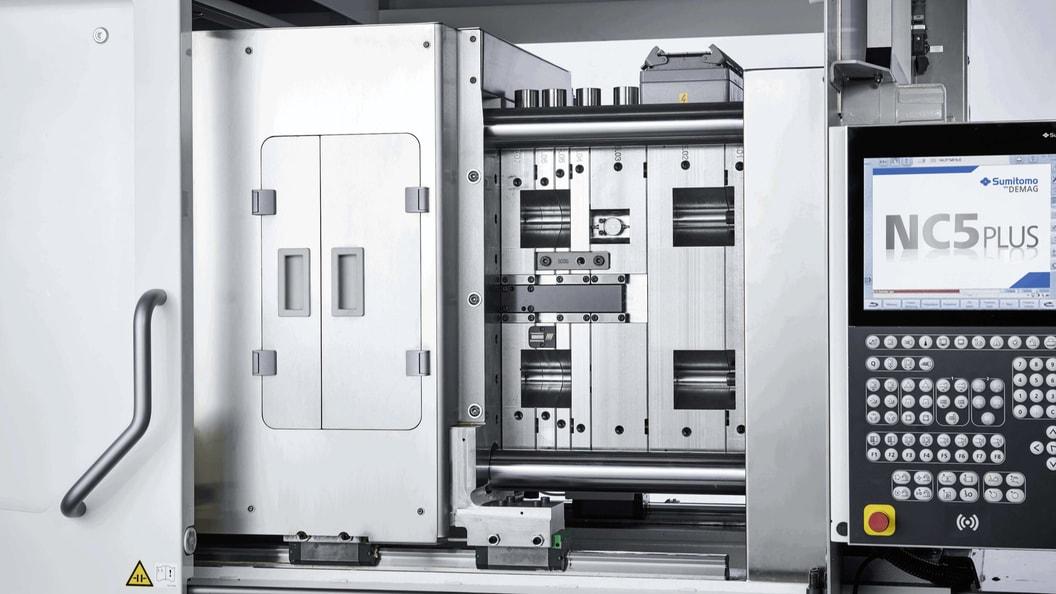 Dank des Holmabstandes von 570 mm x 570 mm kann die IntElect S 180 grosse Werkzeuge aufnehmen.