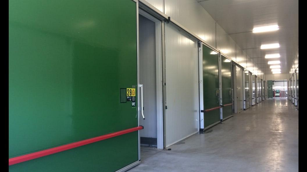 Gastight chill door, horizontal