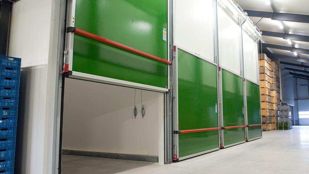 Gastight chill door, vertical