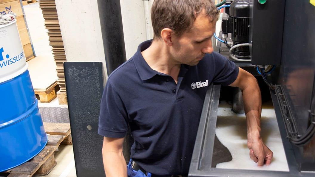 """""""Alles sauber – Maschinen, Werkstücke und Emulsion"""", so Markus Zenger von Biral AG (Schweiz)"""