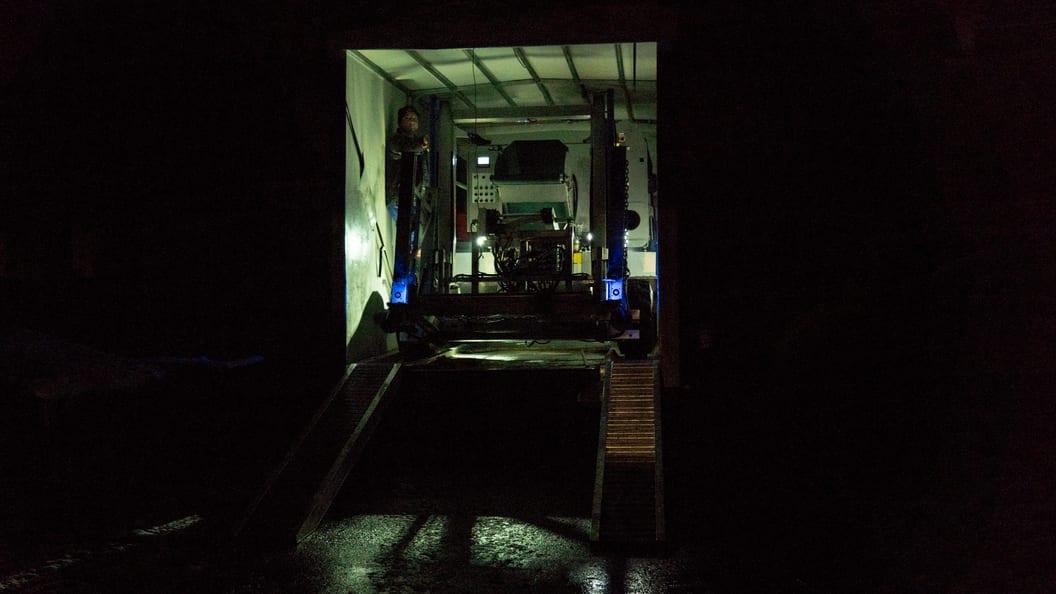 Transport mit geschlossenen Fahrzeugen.