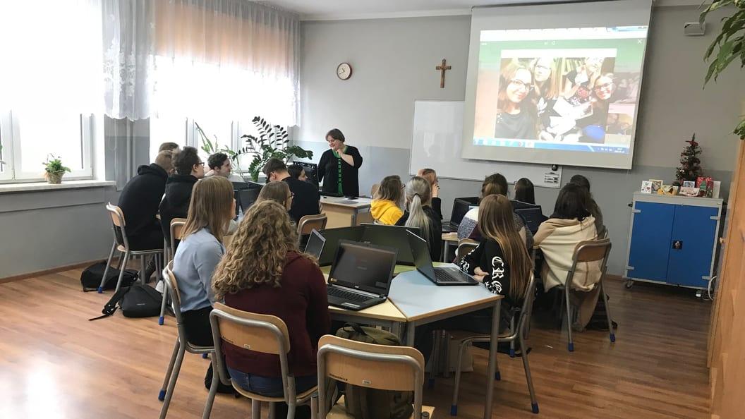 Unterrricht an der Nicolai Copernicus Memorial High School mit Chromebooks.