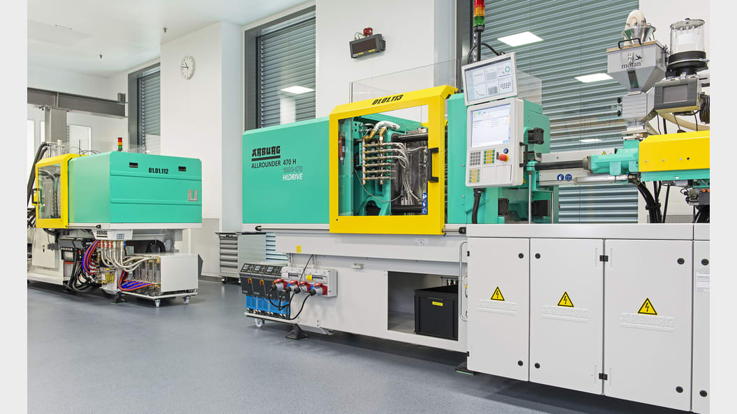 Spritzgiessanlage zur Herstellung von Kunststoffteilen der Infusionstherapie