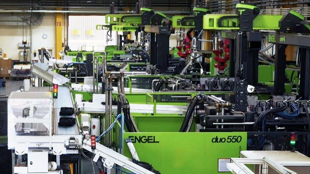 Blick in die Produktion bei der Roth Plastic Technology