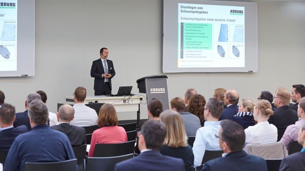 Manuel Wöhrle spricht auf einem «Think.Together» Treffen bei ARBURG in Loßburg