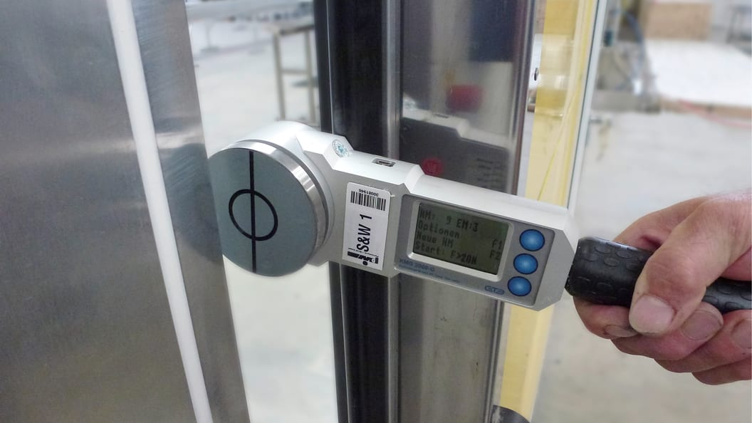 Closing force measurement on power operated gates