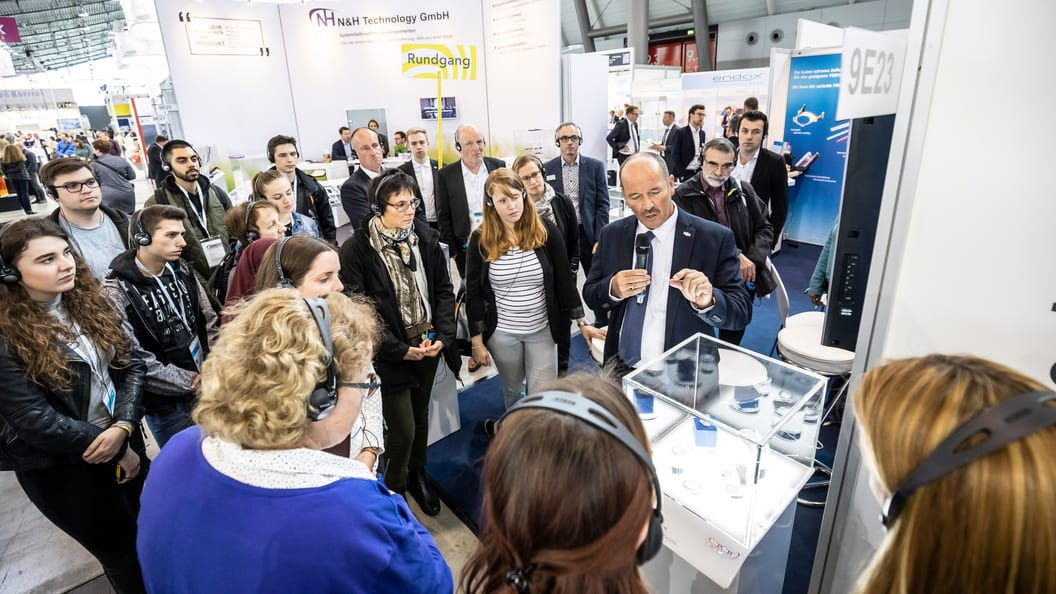 Industry experts guide visitors through the trade fair on various topics.
