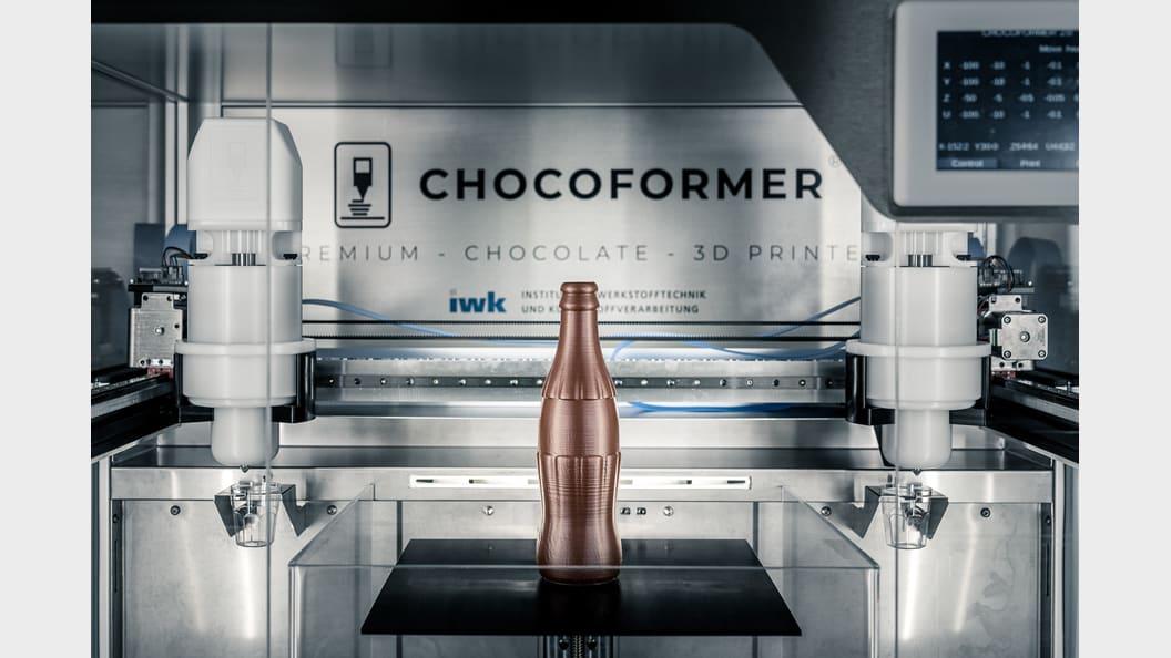 3D-gedruckte Getränkeflasche (240mm hoch) aus Schokolade