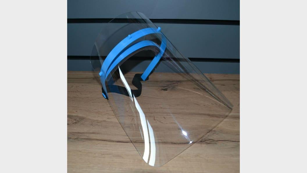 15.000 der blauen Kunststoffbügel produziert KraussMaffei für den Kunden i2-industrial innovations.