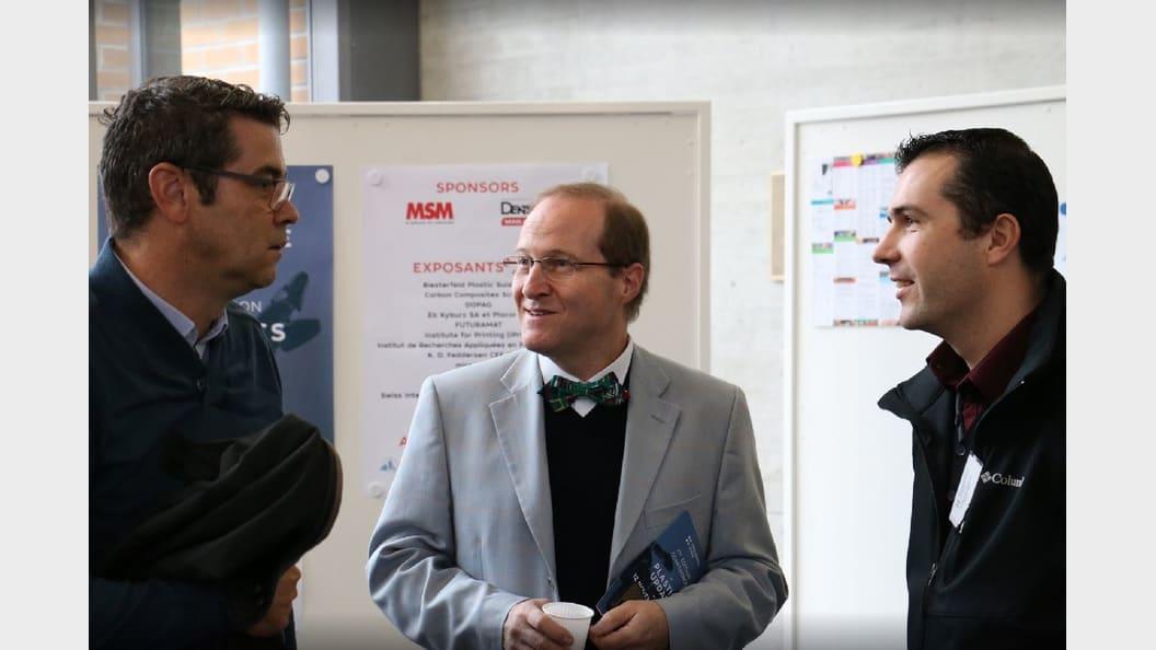 Diskussion mit Experten und Lösungsanbietern an der Tischmesse