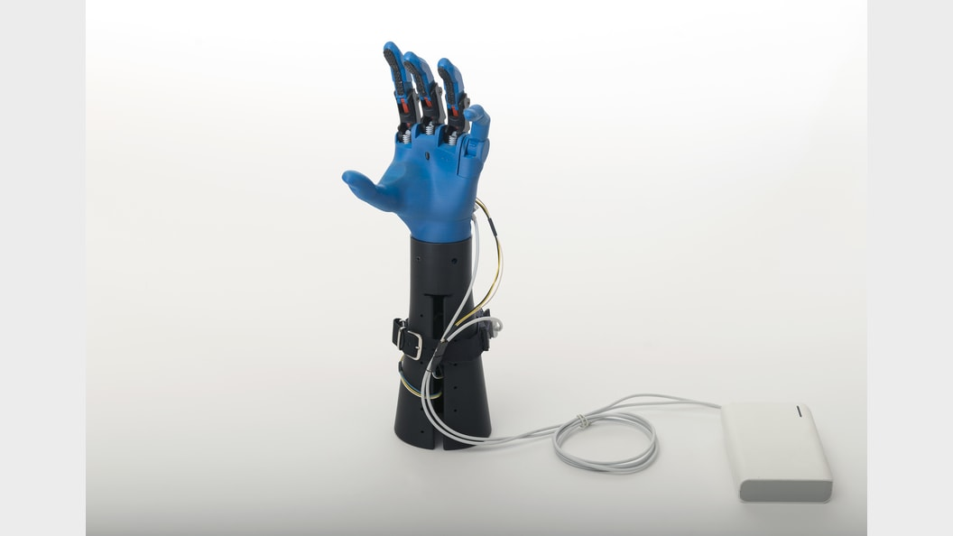 Hand prosthesis for everyday use
