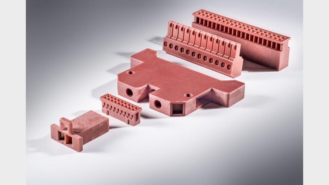 Additiv gefertigtes Endbauteil mit flammhemmenden Materialeigenschaften