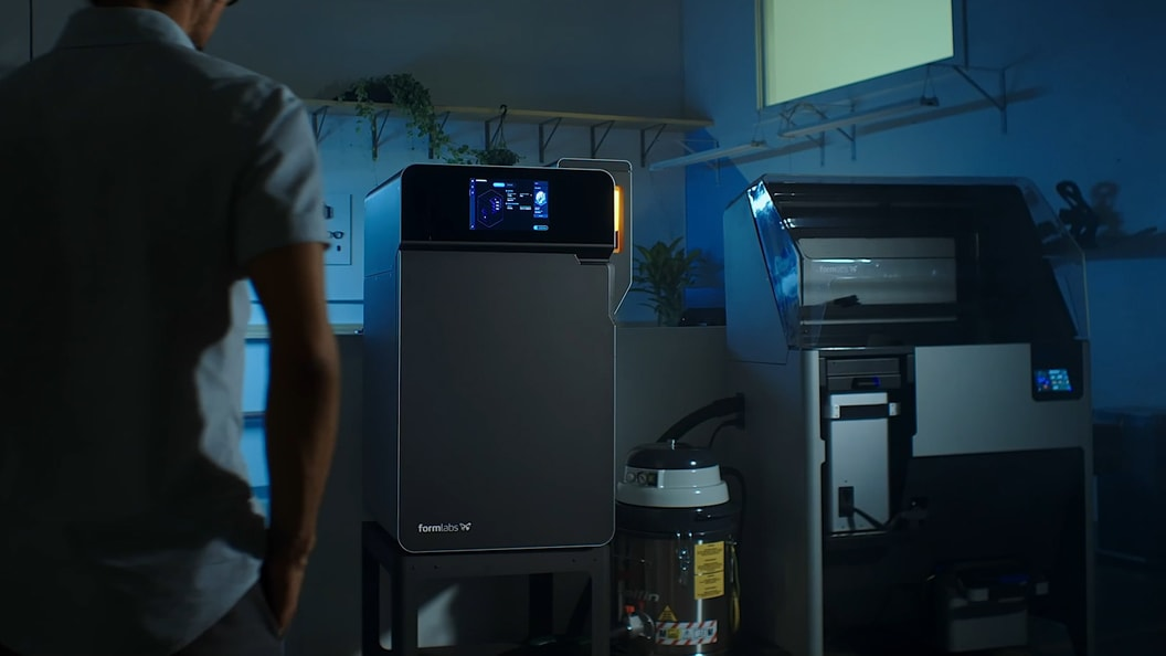 Formlabs Fuse 1 3D-Drucker und das effiziente Pulverrückgewinnungssystem Fuse Sift