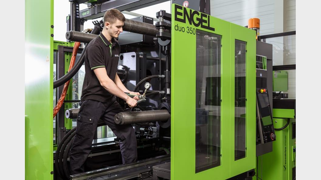 An ENGEL service technician performs lubrication service.