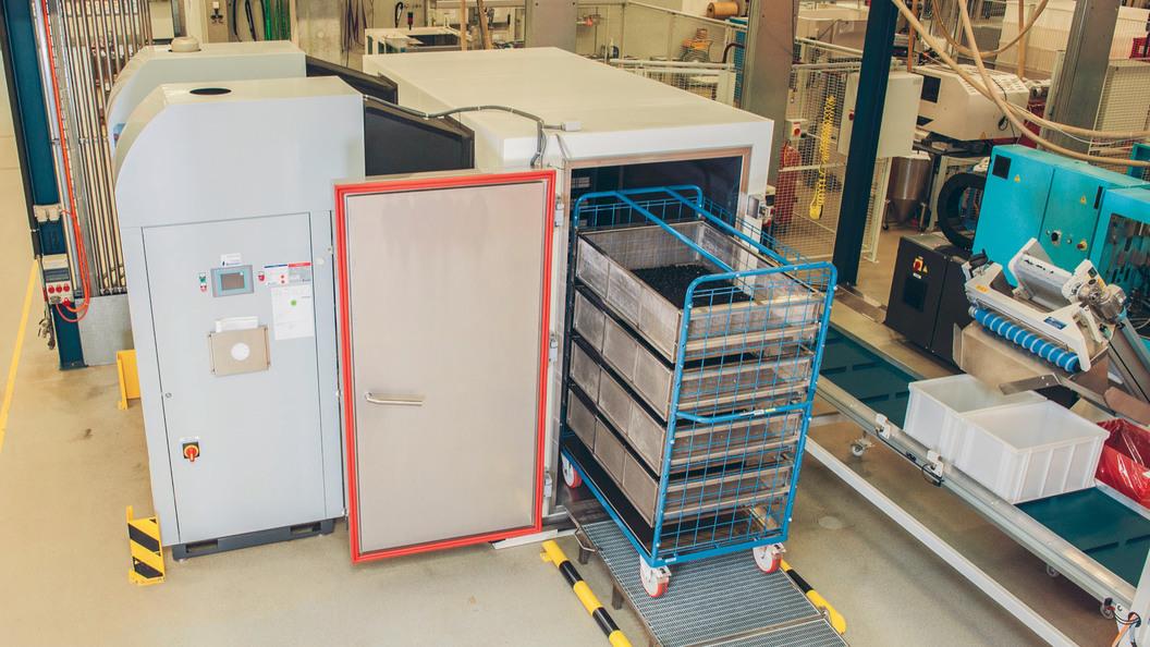 Conditioning of plastic parts