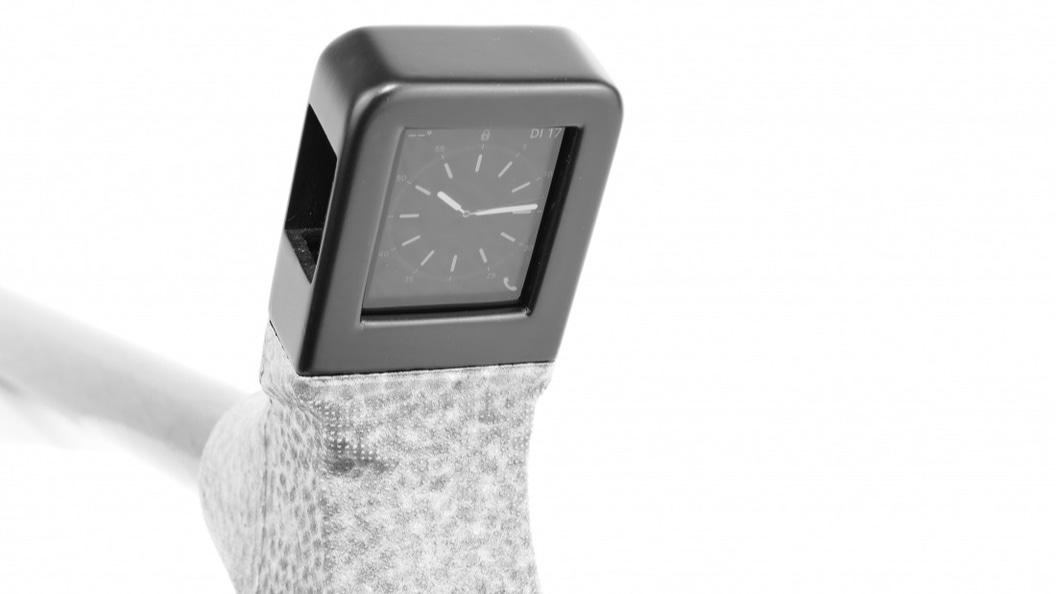 Griff des Gehstockes mit integrierter Apple Watch