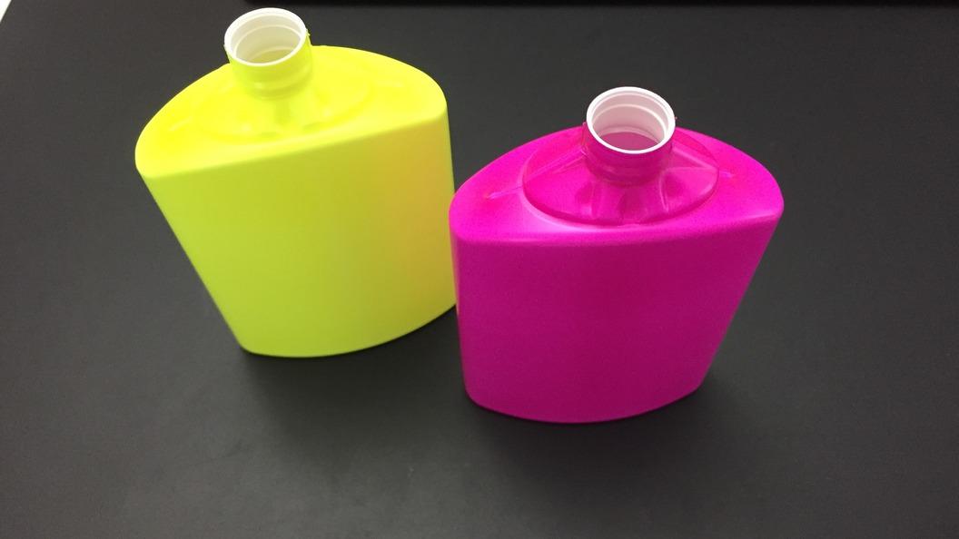Fluoreszierende Kunststoffflaschen