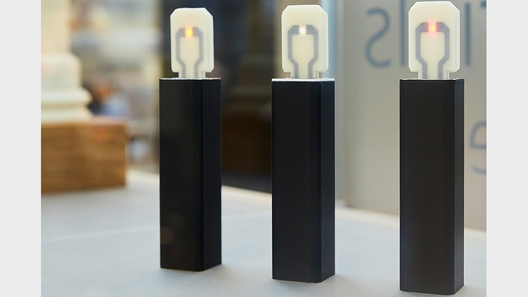 "Carbon-Nano-Tubes lassen ""Light-Sticks"" leuchten."