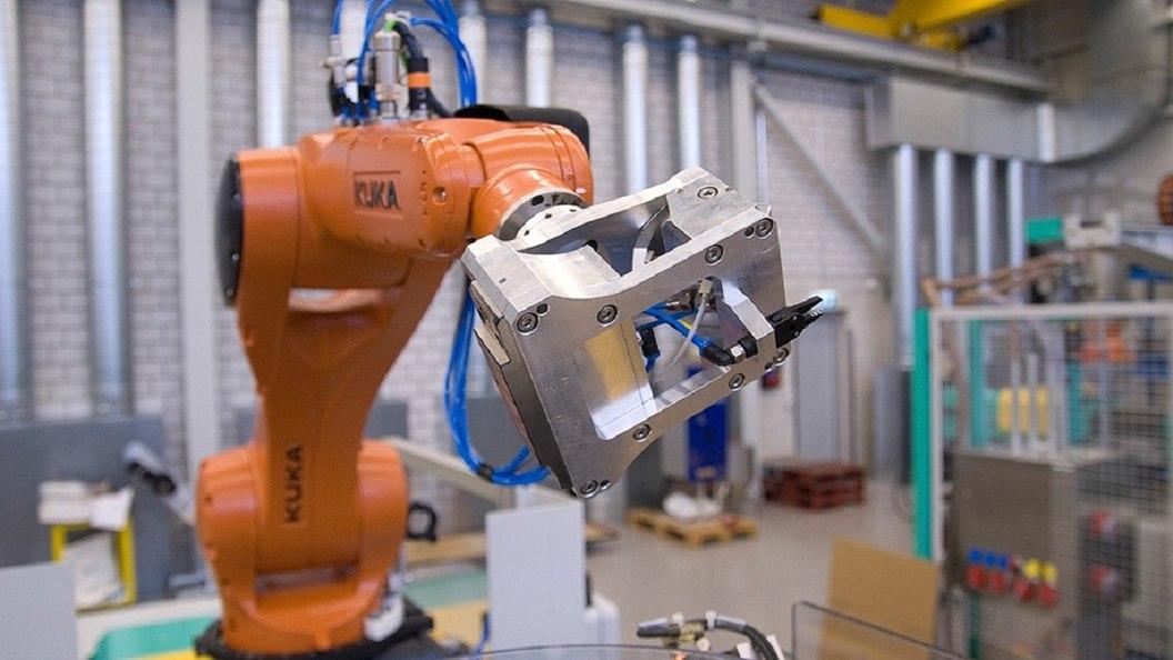 Zentren sind mit Robotern ausgestattet und können auch mannlos Bauteile fertigen.