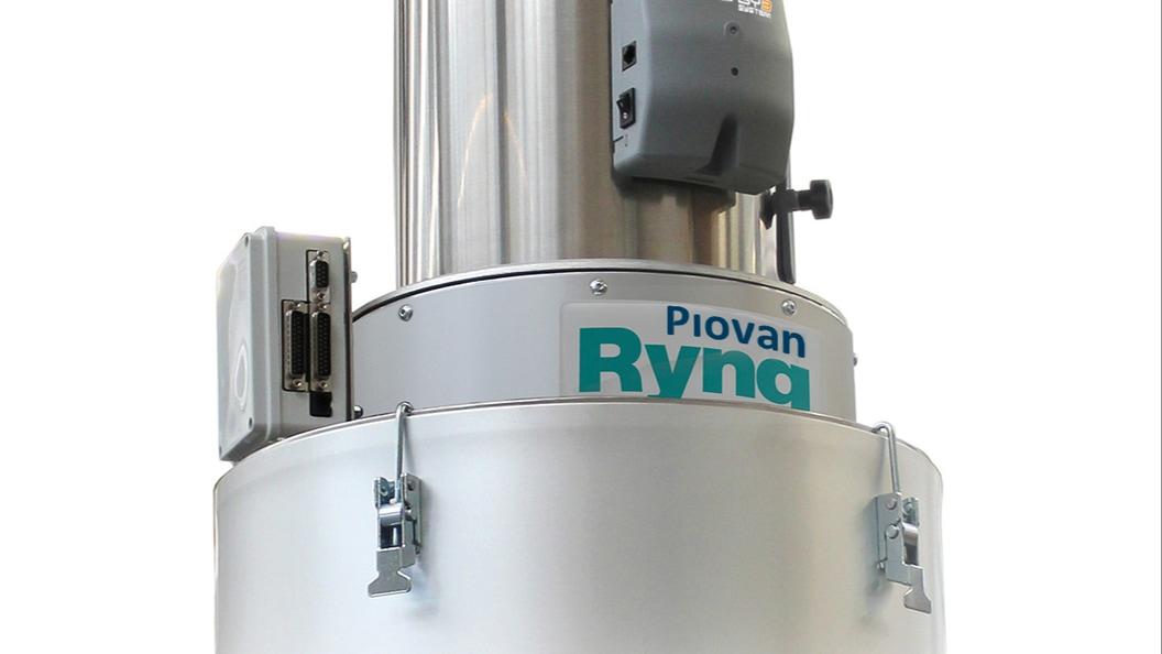 PIOVAN Ryng eingebaut zwischen Granulatabscheider und Trichter( mit Anschlussbox )