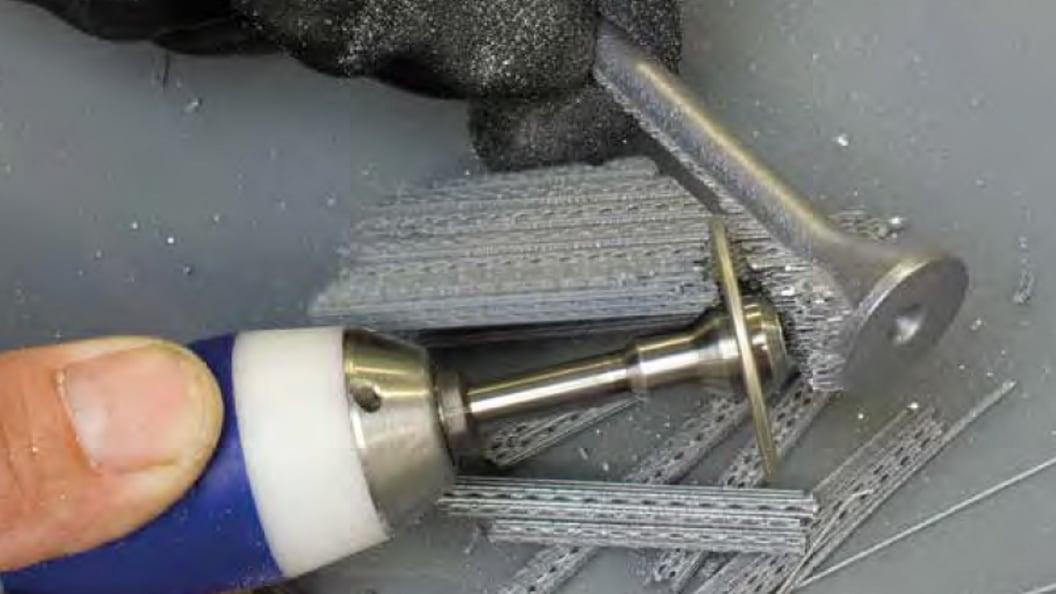 Entfernen von Sützstrukturen mittels Diamant-Trennscheibe