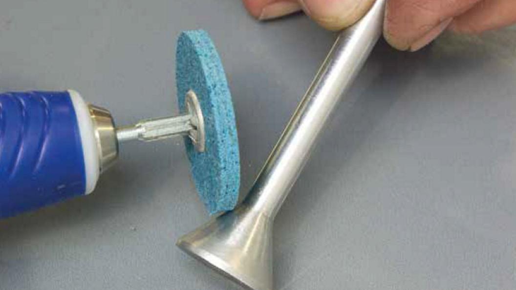 Nachbearbeitung eines 3D gedruckten Bauteile, z.B. mit Schleiffvlies Polierrad
