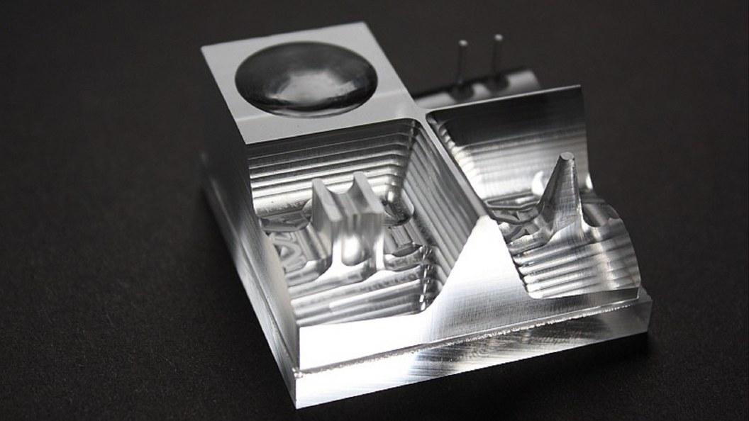 Glasklare Oberflächen ohne zusätzliches Polieren bei Plexiglas