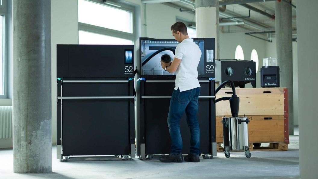Ergonomische Systemlösung für den professionellen 3D-Druck: Die «Sintratec S2».