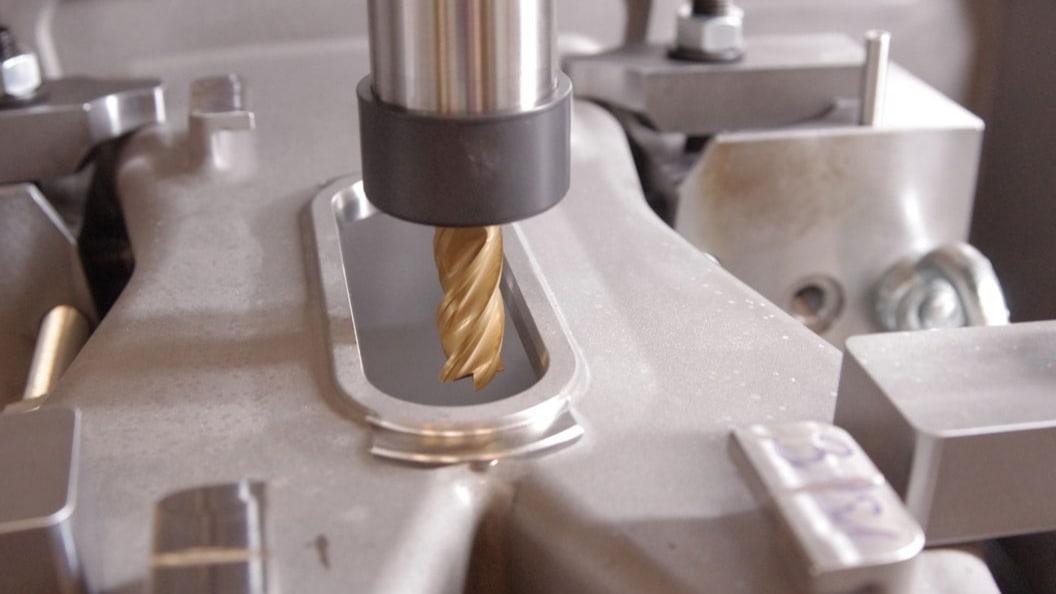 Umfangsfräsen und Säumen mit powRgrip an Bauteilen aus hoch warmfesten  Nickel-Basislegierungen.