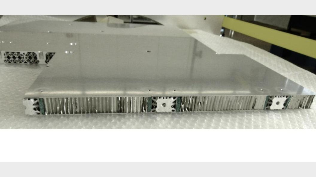 Test-Sandwich Paneele mit integrierten Aluminium Inserts