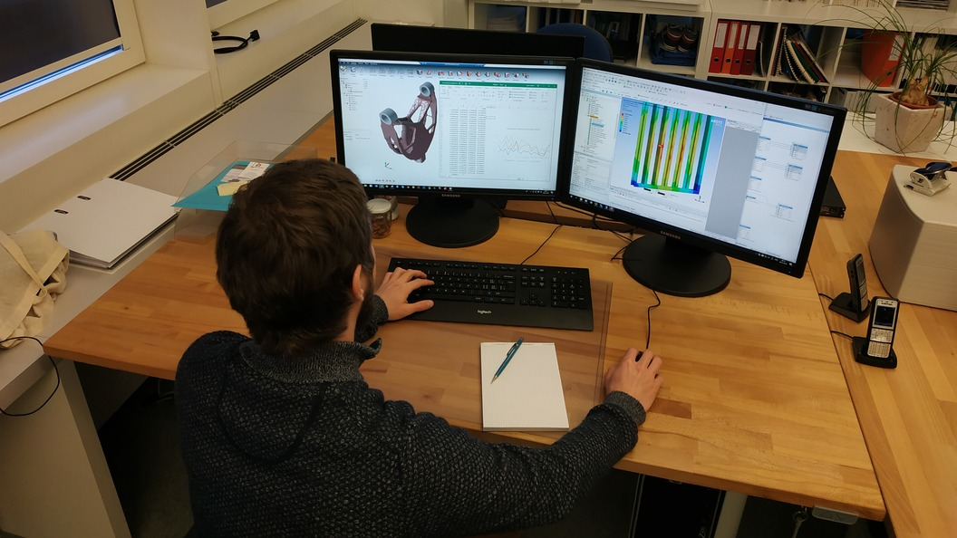 Berechnungs-Ingenieur bei der Arbeit