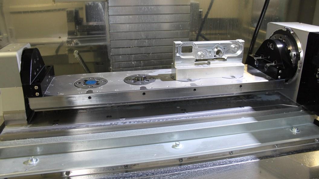 Auf dem Maschinentisch aufgebauter CNC-Dreh-/Schwenktisch